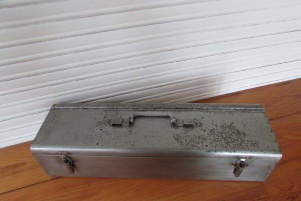 boite a outil metallique deco industrielle loft vue plongeante