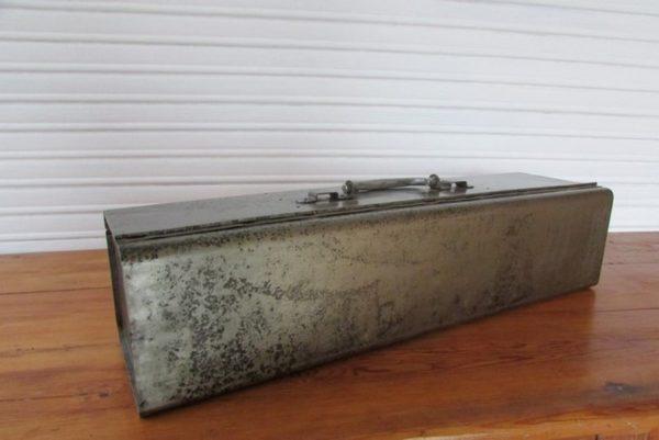 boite a outil metallique deco industrielle loft vue arriere