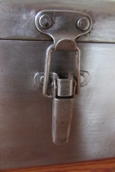 boite a outil metallique deco industrielle loft detail fermeture