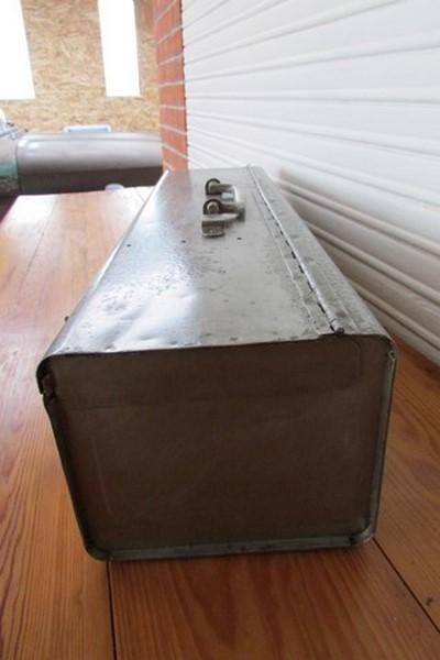 boite a outil metallique deco industrielle loft vue de coté