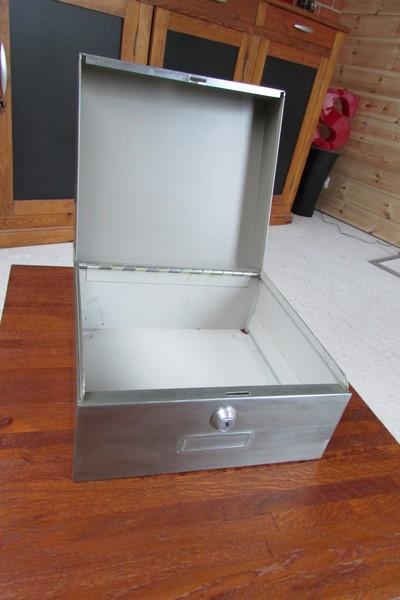boite metalique decoration industrielle loft ouverte