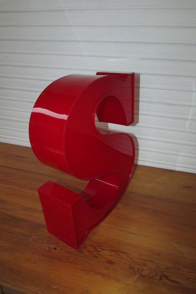 enseigne lettre S plexiglass deco loft