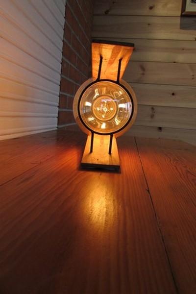 luminaire decoration creation crea broc and co bois et metal vue de face allume