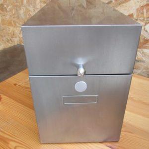 boite metallique poncée polie vernie vue de face