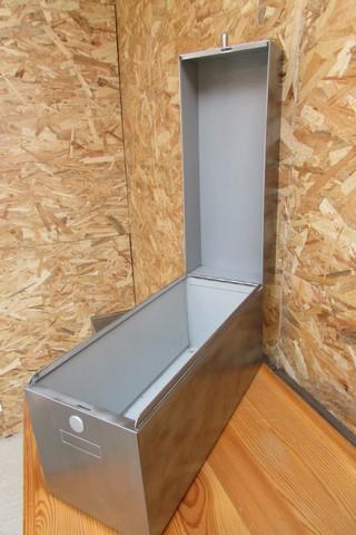 boite metallique poncée polie vernie vue boite ouverte