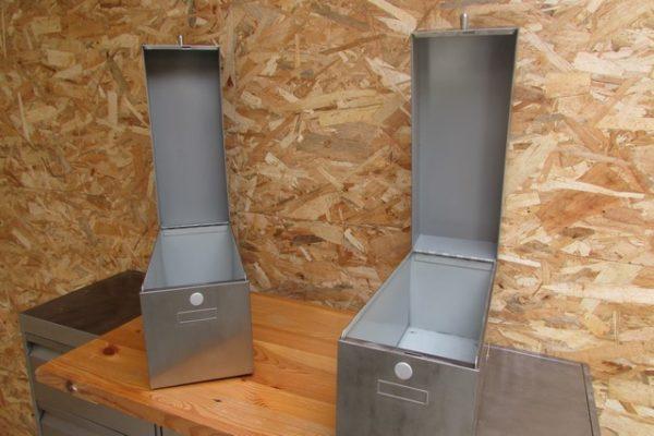 boites metalliques poncées polies vernies vue boites ouvertes