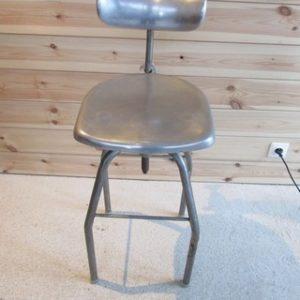 chaise de dessinateur annees 60 métal et aluminium vue de face