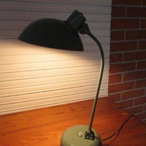 lampe de bureau annees 60 double articulation vue allumee 1
