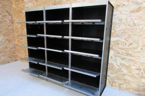 meuble metallique 3 colonnes 15 clapets a ressort ponce poli verni vue de face casiers ouverts
