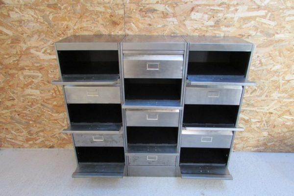 meuble metallique 3 colonnes 15 clapets a ressort ponce poli verni vue de face casiers en partie ouverts