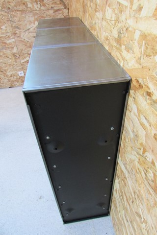 meuble metallique 3 colonnes 15 clapets a ressort ponce poli verni vue du coté droit