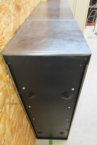 meuble metallique 3 colonnes 15 clapets a ressort ponce poli verni vue du cote gauche