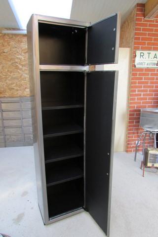 armoire metllique haute 2 portes poncee polie vernie vue de face portes ouvertes
