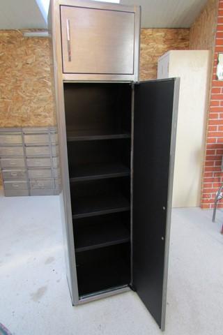 armoire metllique haute 2 portes poncee polie vernie vue de face grande porte ouverte