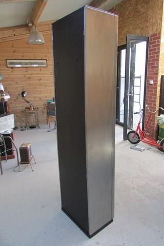 armoire metllique haute 2 portes poncee polie vernie vue arrière