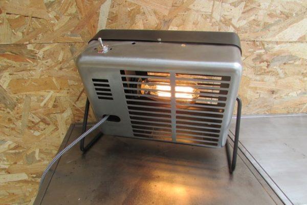 luminaire style industriel ancien chauffage electrique creation Crea Broc and Co vue de derriere